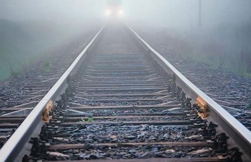 Подростки забросали пассажирский поезд камнями