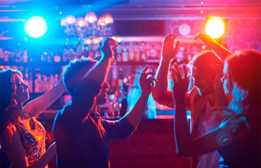 В США студенты устраивали вечеринки-соревнования по заражению коронавирусом