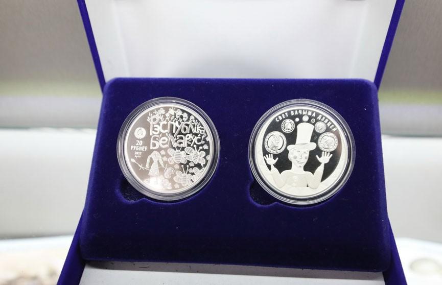 В обращение выпустят памятные монеты в честь юбилея Крапивы, Шамякина и Мележа