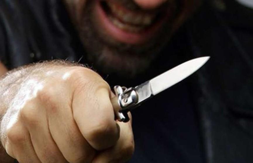 Турок порезал ножом паспорт белорусской жены и угрожал ей убийством