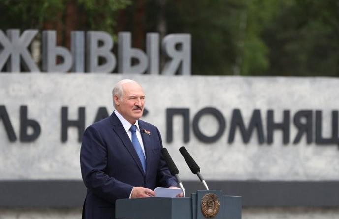 Лукашенко во время поездки в Светлогорский район: Мы никому не должны позволить вернуть нас под плетку и обуть в лапти!