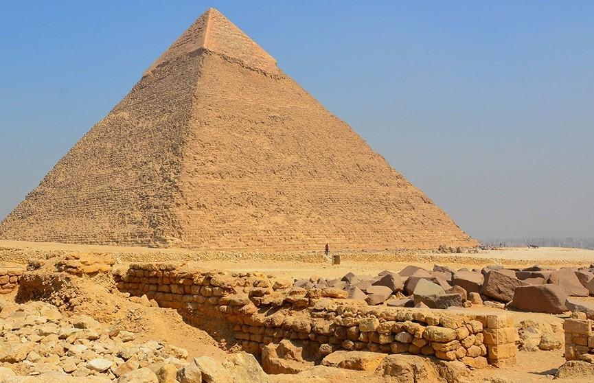 Египтянин упал с пирамиды в Гизе и погиб