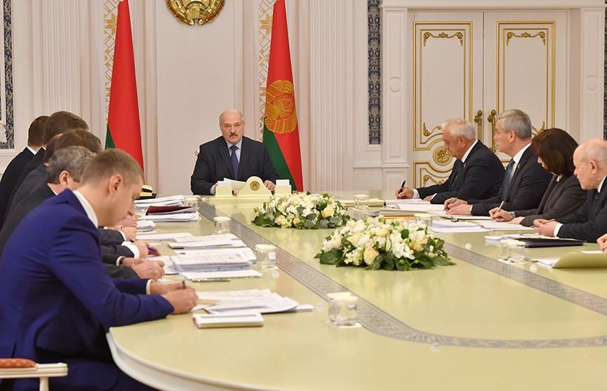 Александр Лукашенко провёл совещание с экономическим блоком страны