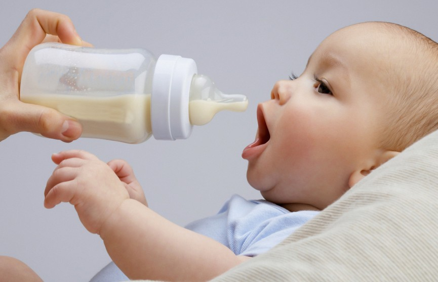 Мать пожертвовала 33 литра грудного молока после смерти дочери