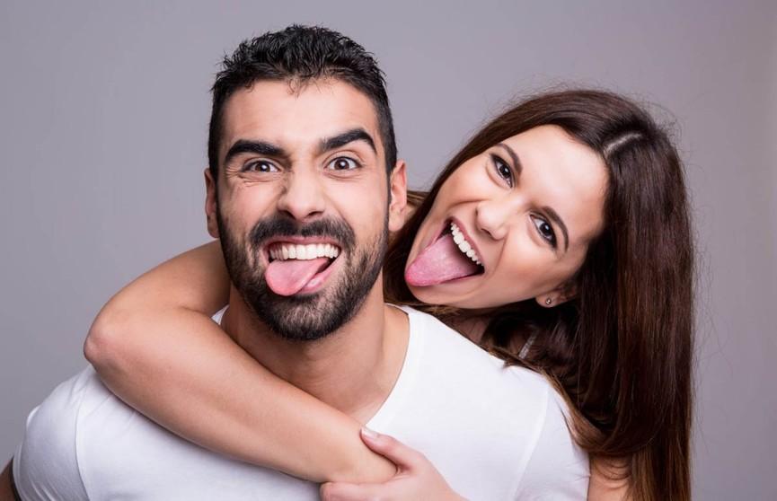Стало известно, кто шутит лучше: мужчина или женщина