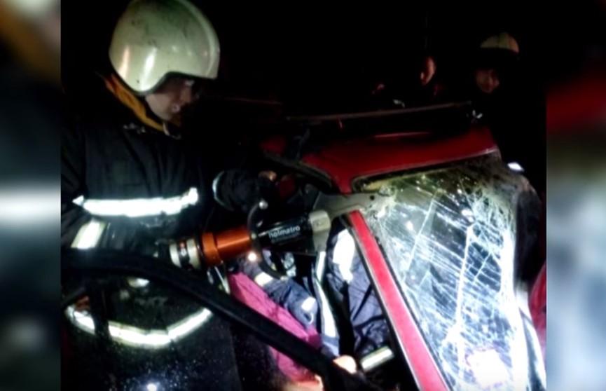 ДТП на дороге: Audi 100 столкнулся с выехавшим навстречу грузовиком