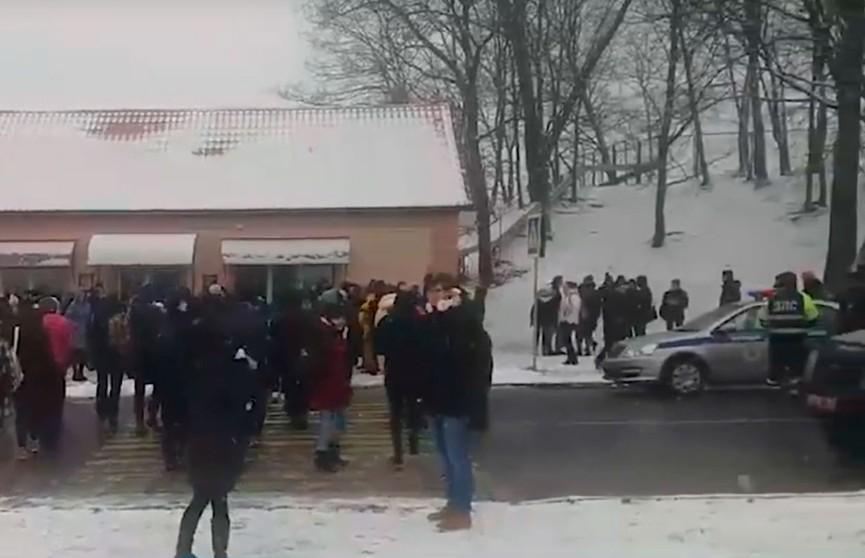 Сообщение о минировании Полоцкого госуниверситета поступило в милицию. Проведена эвакуация (ВИДЕО)