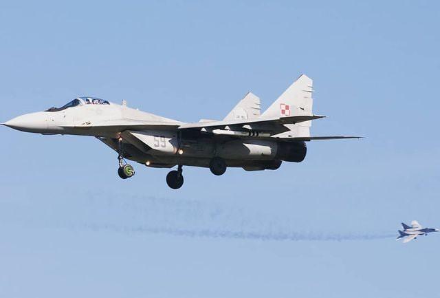 Истребитель МиГ-29 разбился под Астраханью – летчик погиб
