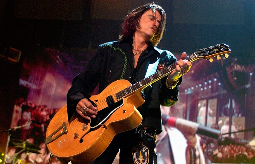 Гитариста группы Aerosmith госпитализировали во время концерта в Нью-Йорке