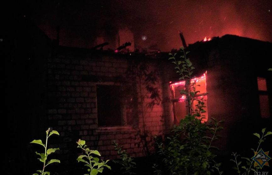 В Светлогорском районе мужчина спас соседку и вынес из пожара двух ее детей