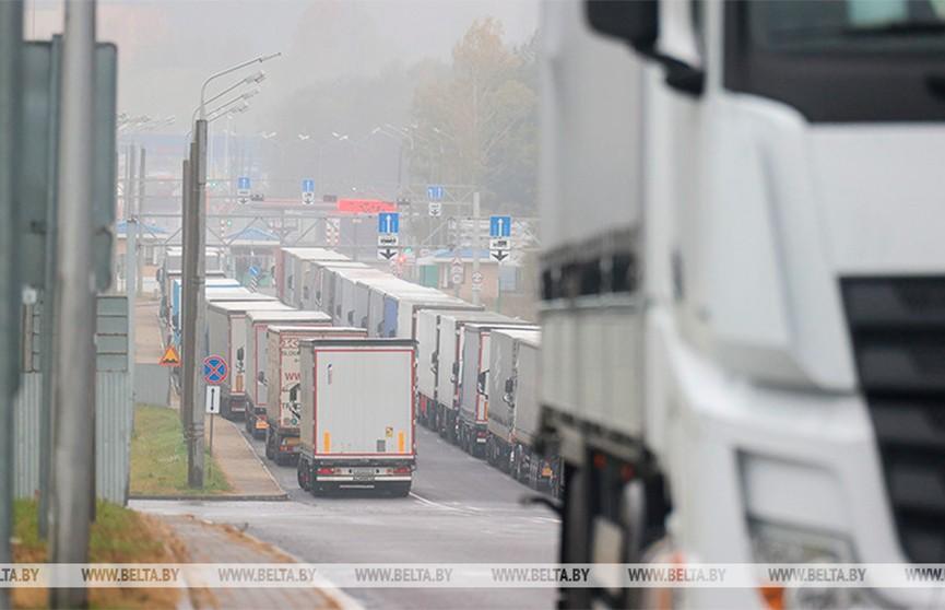 На границе Беларуси выезда в страны ЕС ожидают почти 1,9 тыс. фур