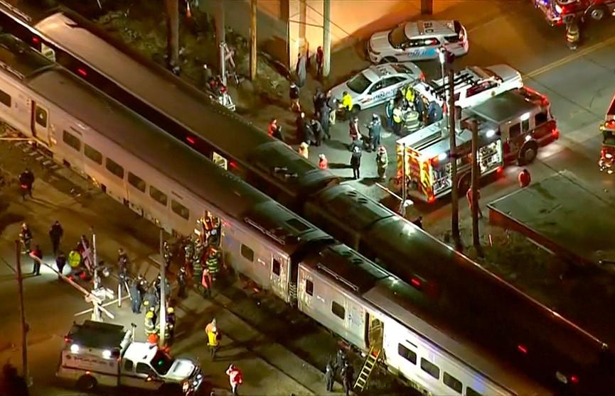 Три человека погибли при столкновении поезда с грузовиком в Нью-Йорке