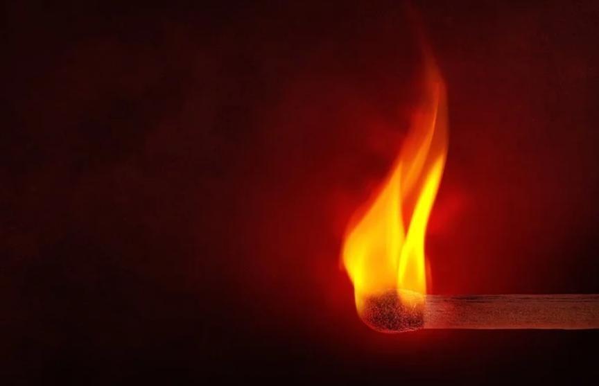 Арендатор из мести сжег квартиру россиянина с человеком внутри