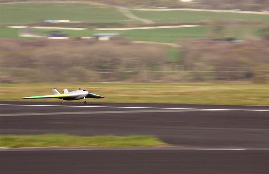 Испытания первого в мире самолёта без закрылков прошли в Великобритании