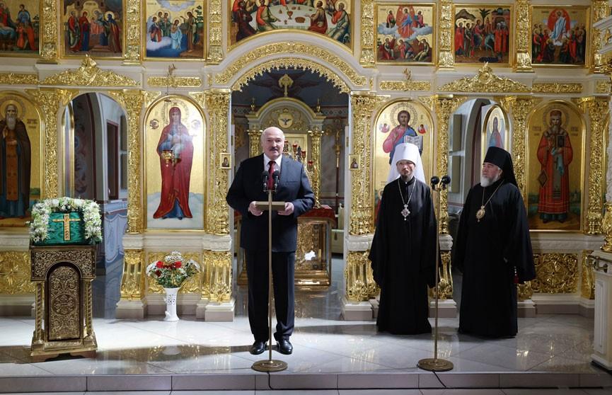 Президент Беларуси посетил Кафедральный собор в Турове