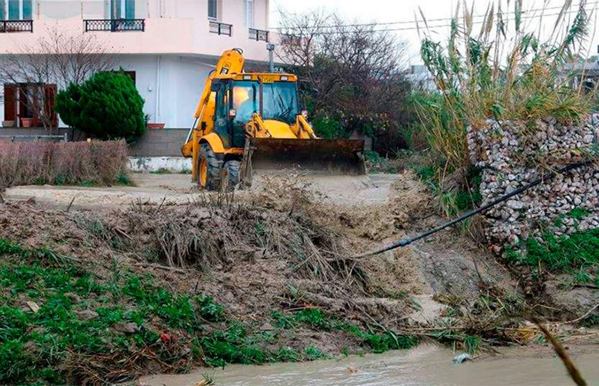 Сильные ливни привели к наводнению на греческом Крите
