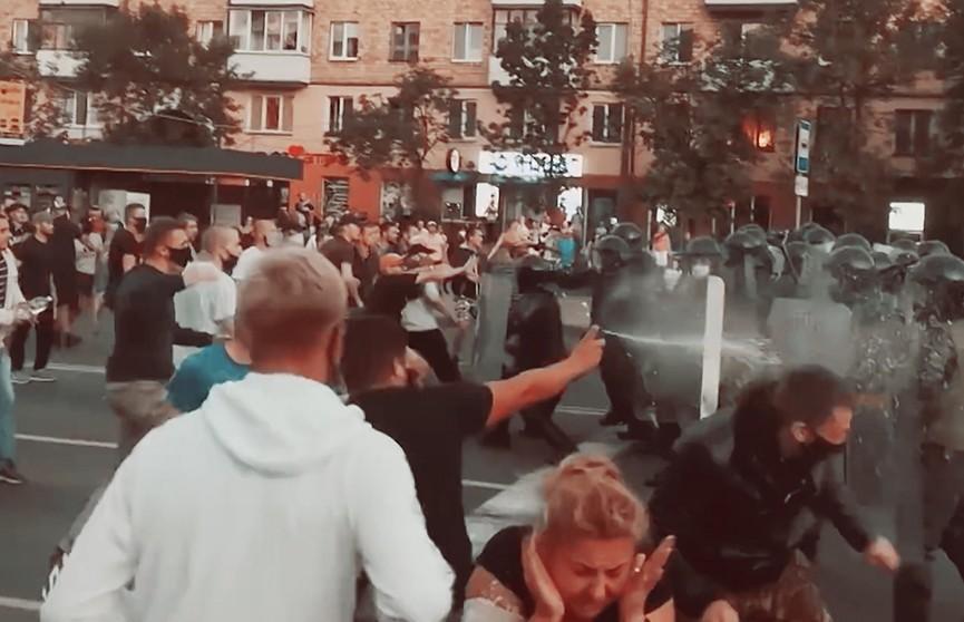 «Это противоправные действия». Что думают белорусы о протестах?