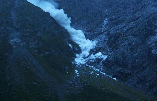 «Зуб» выпал: гора Маннен обрушилась в Норвегии (ВИДЕО)