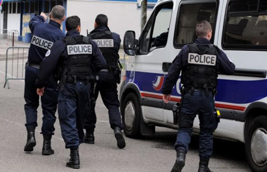 Заключённый напал с ножом на охранников во Франции, есть жертвы