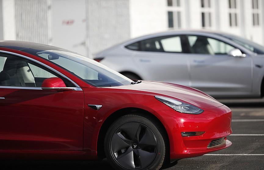 Пьяный водитель Tesla уснул за рулём, когда ехал домой на автопилоте