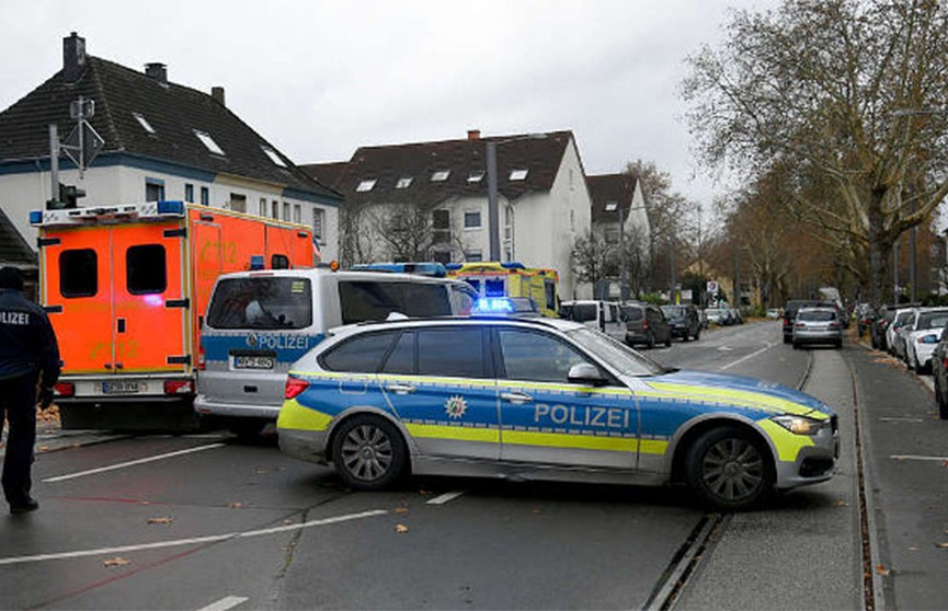 Вооружённый мужчина взял в заложники сотрудницу заправки в Германии