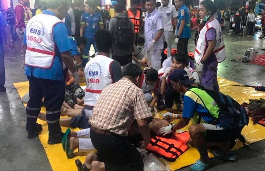 Число погибших при крушении туристических судов возле острова Пхукет достигло 40