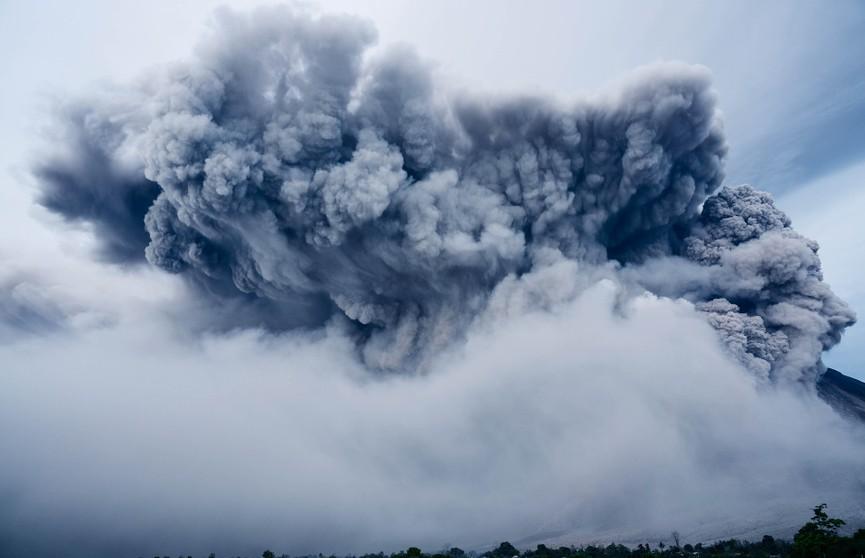 В Конго начал извергаться вулкан Ньирагонго. Лава подходит к двухмиллионному городу