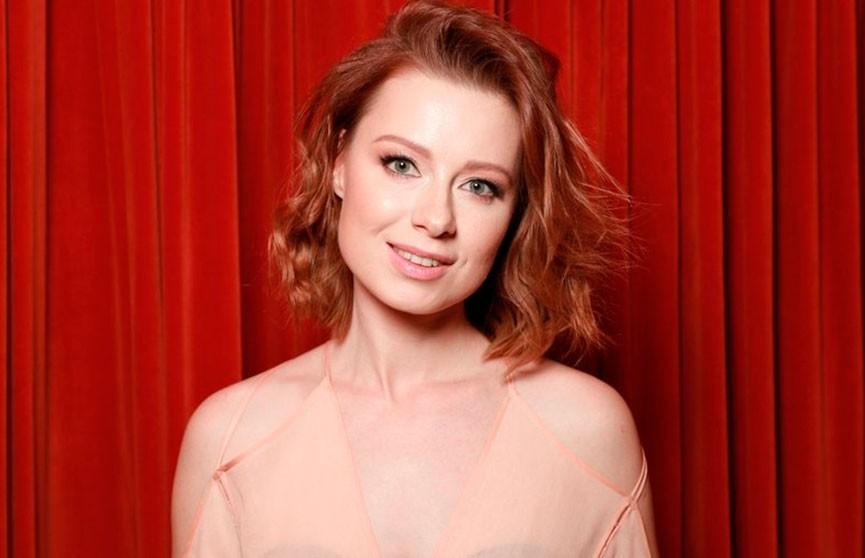 «Самая красивая девочка»: Юлия Савичева восхитила поклонников снимком без макияжа