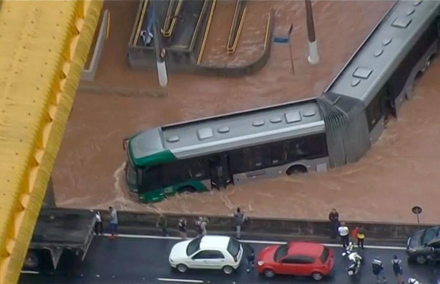 Наводнение в бразильском штате Сан-Паулу унесло жизни 12 человек