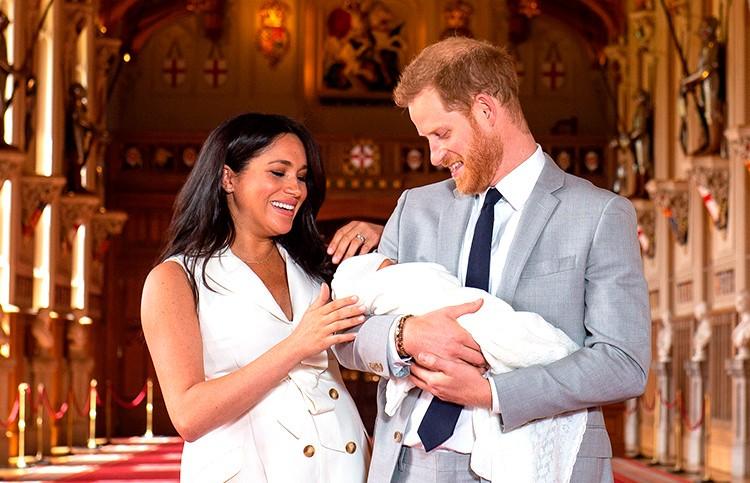 Меган Маркл и принц Гарри впервые показали сына (ВИДЕО и ФОТО)