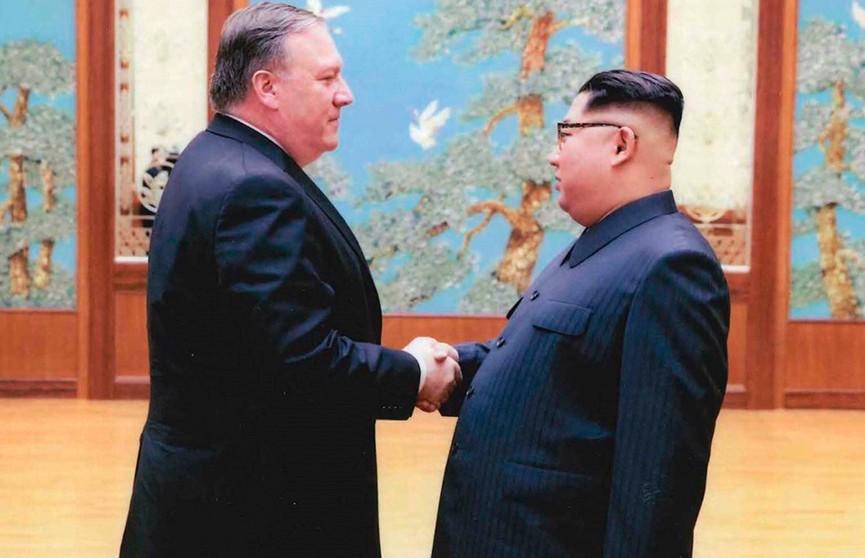 Дональд Трамп передал Ким Чен Ыну диск с песней «Человек-ракета»