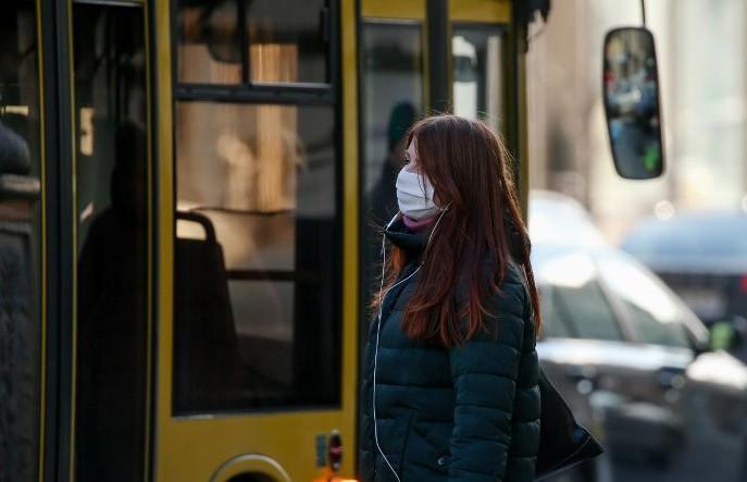 Наклейки об обязательном соблюдении масочного режима убрали в транспорте Минска. В «Минсктрансе» рассказали почему