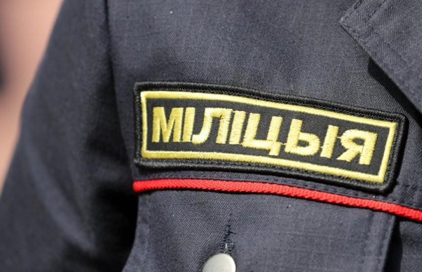 Минчанка украла у милиционера рацию, когда тот задерживал правонарушителя
