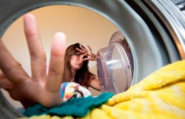 Почему нельзя держать стиральную машину закрытой, даже если она пустая