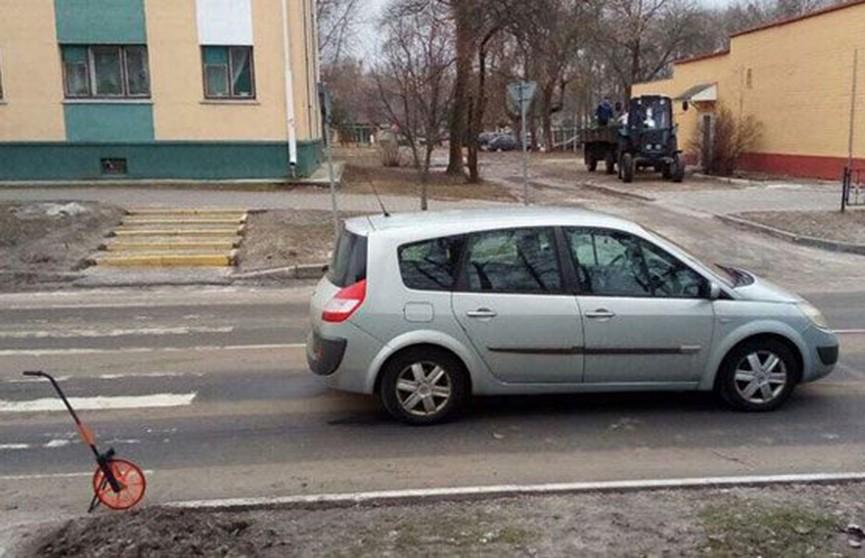Легковая машина сбила ребёнка возле пешеходного перехода в Белоозёрске
