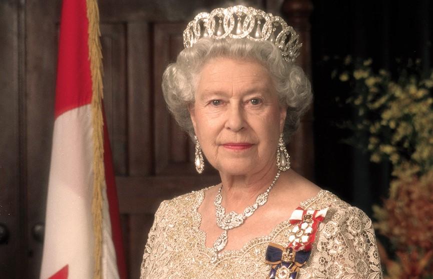 Елизавета II делает сама себе макияж 364 дня в году