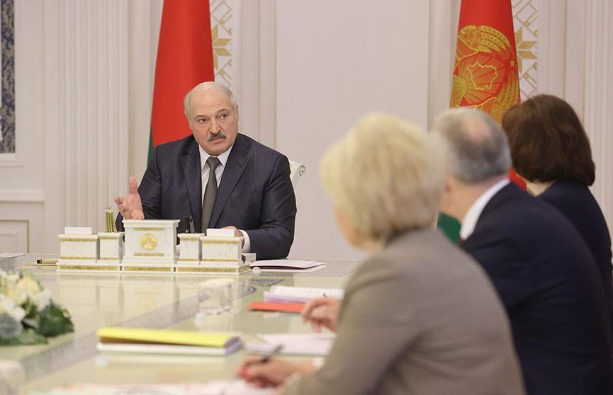 Лукашенко: Права и обязанности госслужащих должны быть сродни военным, а где-то даже и выше