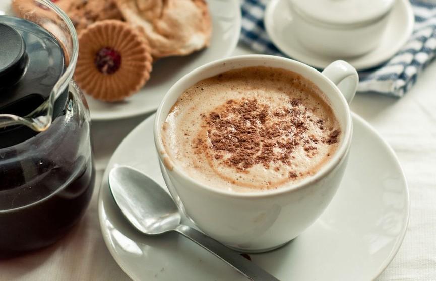 Почему специалисты советуют пить кофе с корицей?