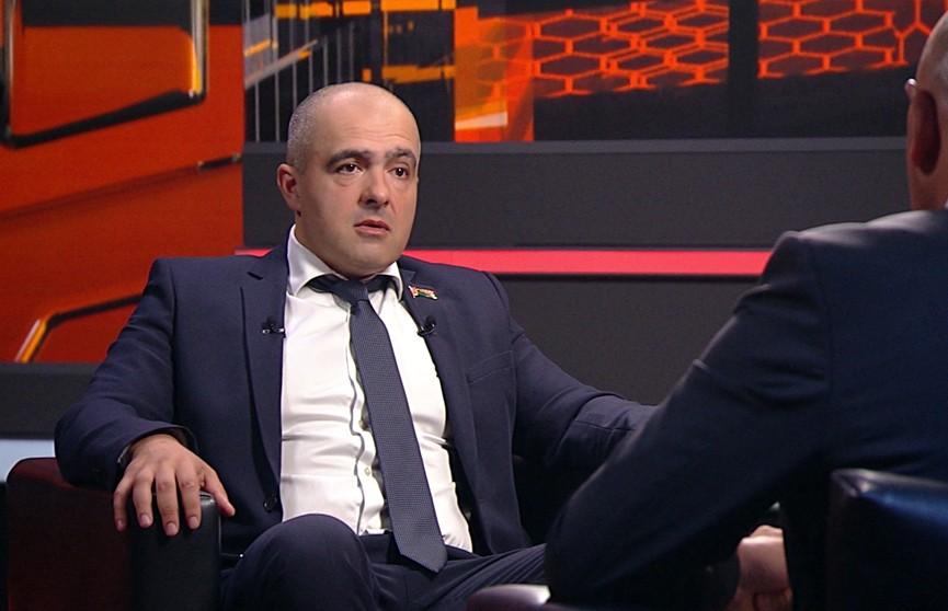 «Надо сгореть, чтобы сказали, что это не пиар?»: Олег Гайдукевич ответил на критику оппонентов после нападения на его дом