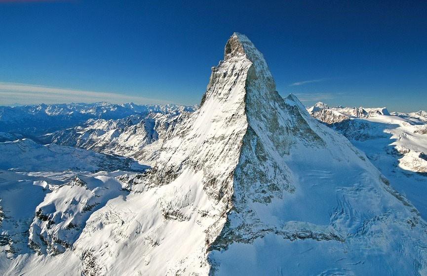 Россиянка в шортах попала в ледяную ловушку в Альпах