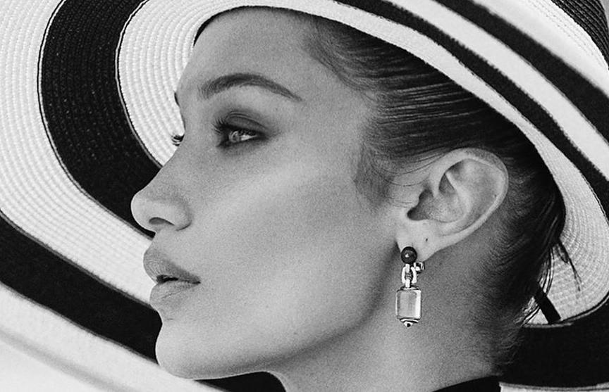 Папарацци застали самую красивую женщину в мире без макияжа (ФОТО)