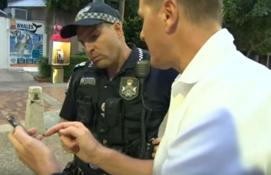 У австралийского журналиста угнали машину в прямом эфире (ВИДЕО)