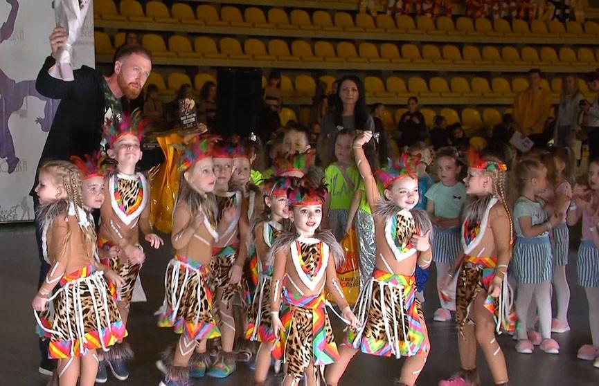 Около тысячи танцоров участвовали в уникальном фестивале современного танца «Must Dance»