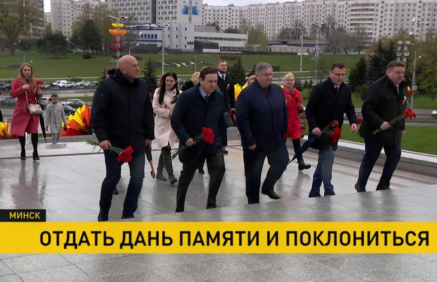 Цветы к обелиску «Минск – город-герой» возложили представители СМИ