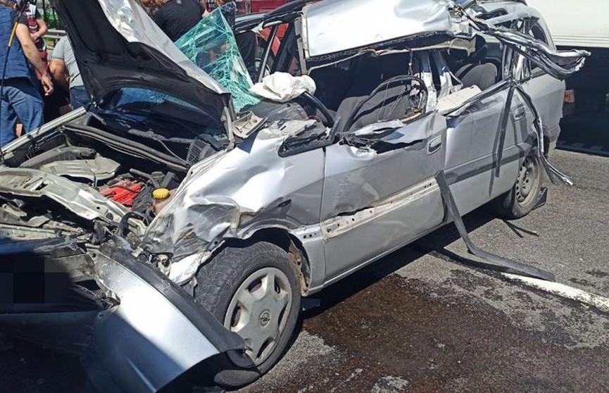 На МКАД легковушка врезалась в автопоезд – водитель погиб