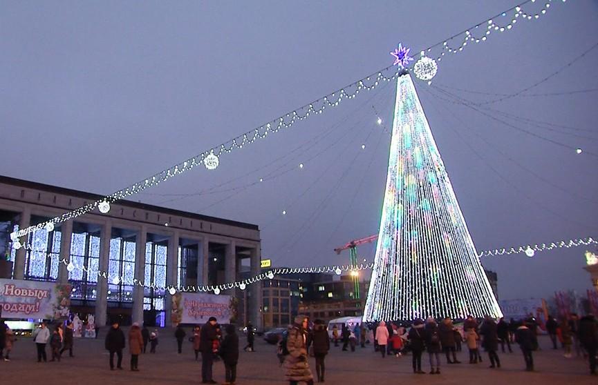 К Новому году и Рождеству готовят праздничную иллюминацию