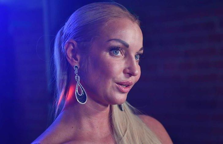 Фата, как у принцессы Дианы: Анастасия Волочкова раскрыла детали своей свадьбы