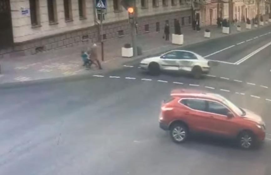 Смертельное ДТП в Гомеле: машина сбила двух детей – девочка погибла