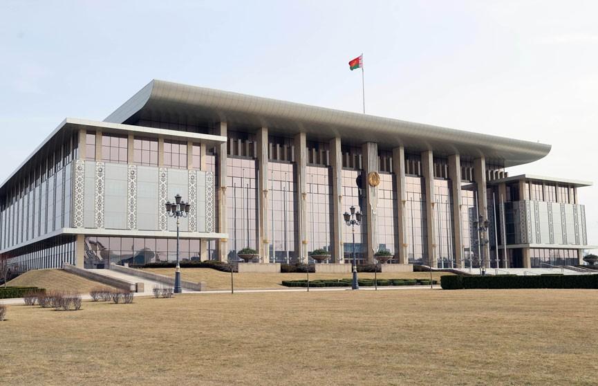 Александр Лукашенко: Даже в самых непростых ситуациях система госуправления функционирует чётко и слаженно