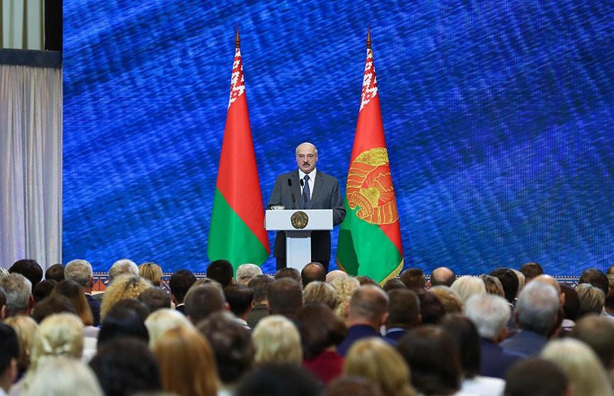 Лукашенко - педагогам: При отборе в вуз приемной комиссии необходимо видеть человека, а не только результат тестирования